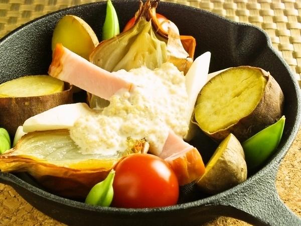 厚切りベーコンとお野菜のオーブン焼き~キヌアソース~