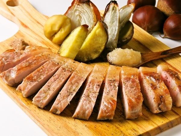 ルスツ産もち豚のソテー 栗と洋梨&梅ジャム添え