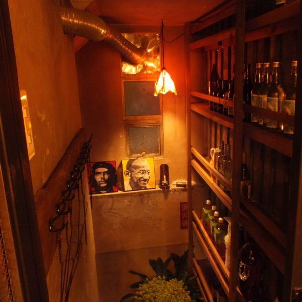 ~地下への階段の奥にはなにが…~一見、大衆感あふれる居酒屋♪と思いきや、さけぶたはには謎の地下への階段が・・・会談の先には何があるのでしょうか?詳細は、お席のページをご覧ください★いつ来ても、そしてどんなシーンでも使える勝手の良さにリピーター続出です♪