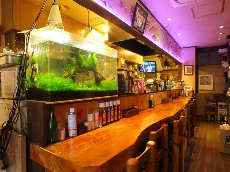 在Ryuta先生中受歡迎的櫃檯座位上散發著許多在您面前製作的菜餚的香氣。歡迎使用一人或少數人!