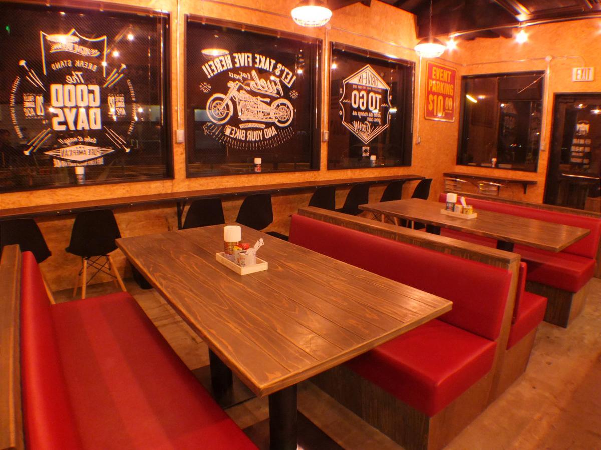 창가의 테이블 석.넓은 테이블에서 식사도 스트레스 프리.