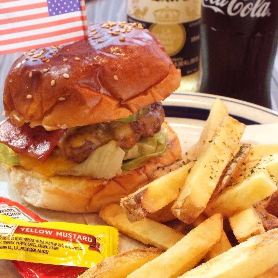 BEEF BURGER(牛肉汉堡)【☆包子和牛肉饼和生菜】