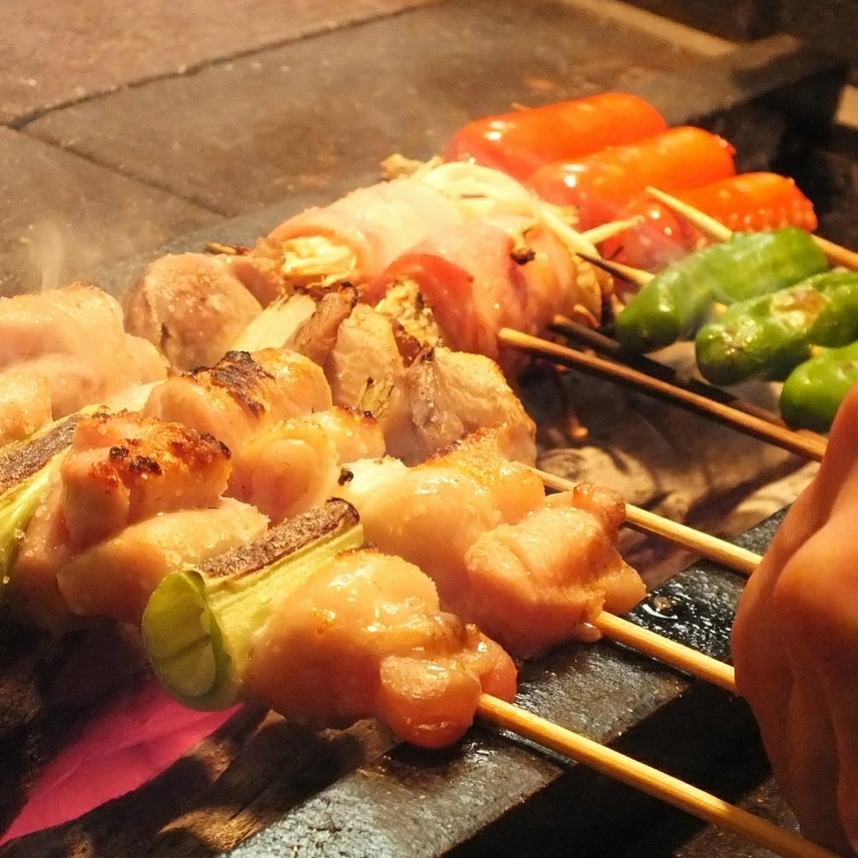【Bincho charcoal】 Variety of skewers using fresh chicken