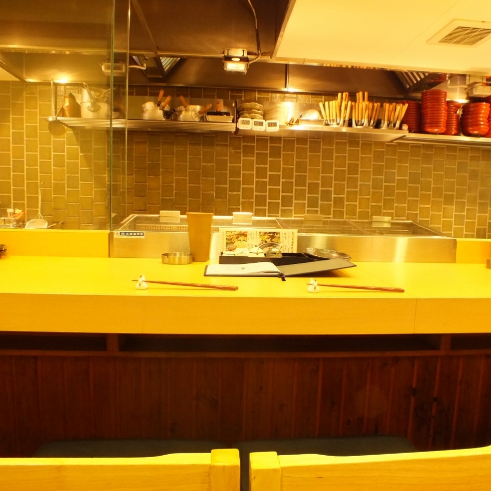 Counter seats that can also enjoy the presence of cooking