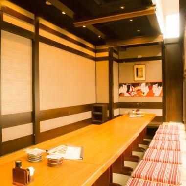 2名~30名まで使える個室が全16部屋もあるのが魅力的!その他各種、人数様に合わせたお部屋が多数ご用意しております!個室は最大30名様までOK。会社、ご友人とのご宴会に最適♪