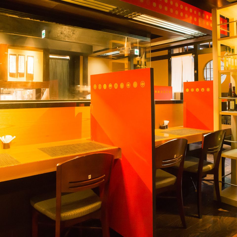 There is a counter seat ♪ which is also perfect for dating so you can enjoy your meal slowly without worrying about your neighbor.It is a popular seating that also conveys the live feeling of cooking.