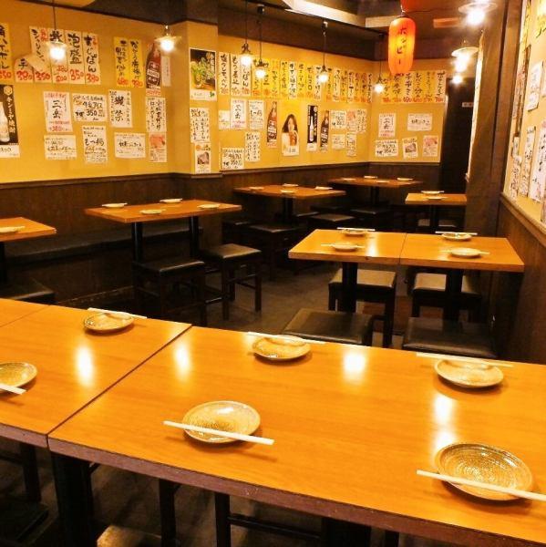【2F】テーブル席。仲間や団体と楽しみたいならワイワイガヤガヤと気兼ねなく使えます!人数に合わせてレイアウトOK★フロア貸切は20名からお受けします!詳細はご相談ください!