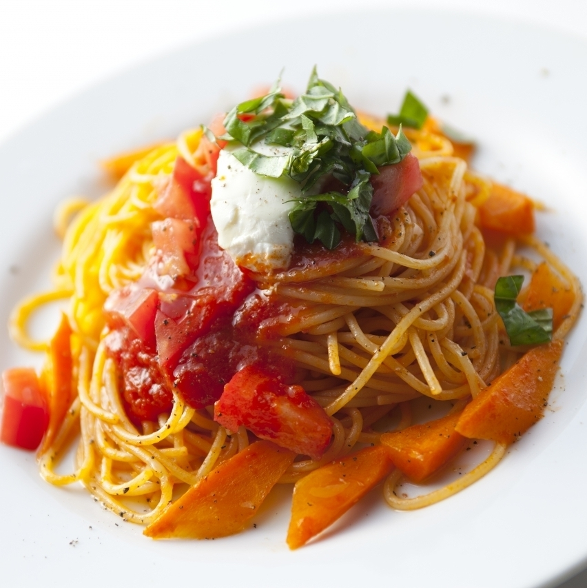 Spaghetti with basil and cheese tomato sauce