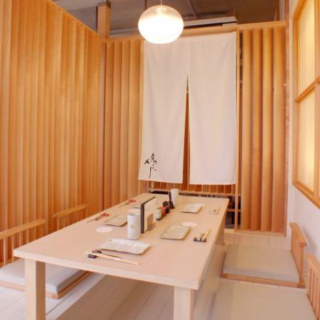 高級感のある広々とした店内で頂く鮮度抜群の鳥料理が味わえる和食店