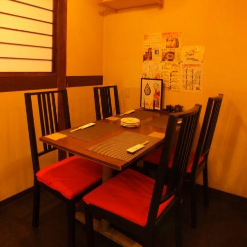 厨房も見える!!カウンター近くのテーブル席