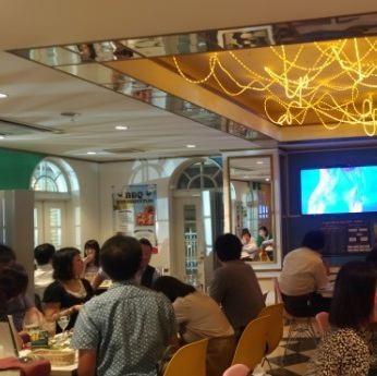 高田馬場のヨーロピアンな建物に広々な空間! 大人が楽しめるカジュアルなバル ♪