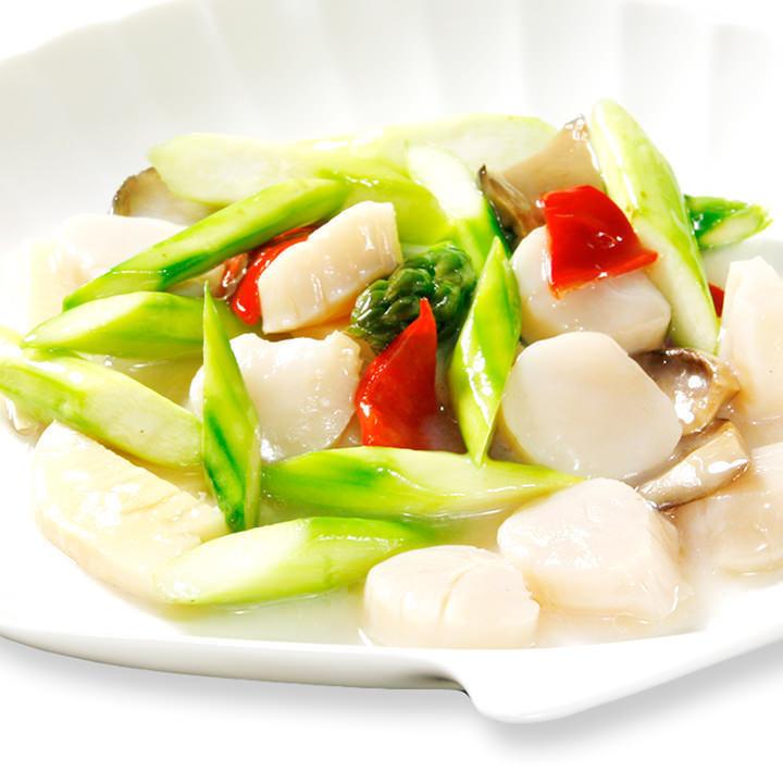 Stir-fried seasonal vegetables and scallops