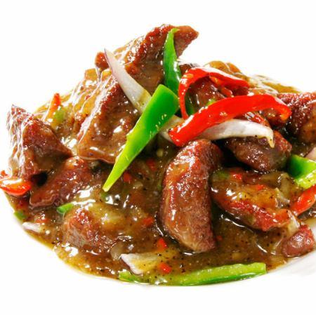 用牛肉和蔬菜炒黑胡椒