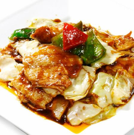 用猪肉和卷心菜搅拌油炸味噌