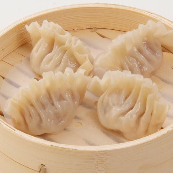 3个带鲨鱼鳍的饺子