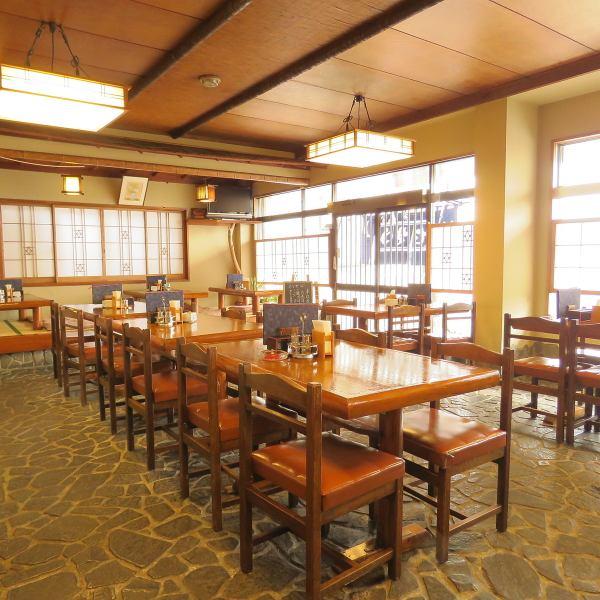 가족, 동료 등 다양한 장면에서 이용하실 수 있습니다.테이블 또는 다다미 원하는 좌석 유형을 선택하십시오.