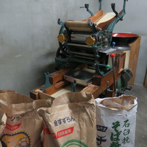 自制面条咖喱乌冬面和咖喱荞麦面
