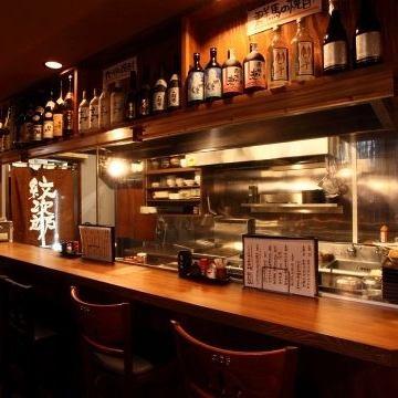 1人でゆっくり飲みたい時も、大人数でワイワイ楽しみたい時も☆ お客様のご利用シーンやご利用人数に合わせて、最適なお席をご用意しお待ちしております!