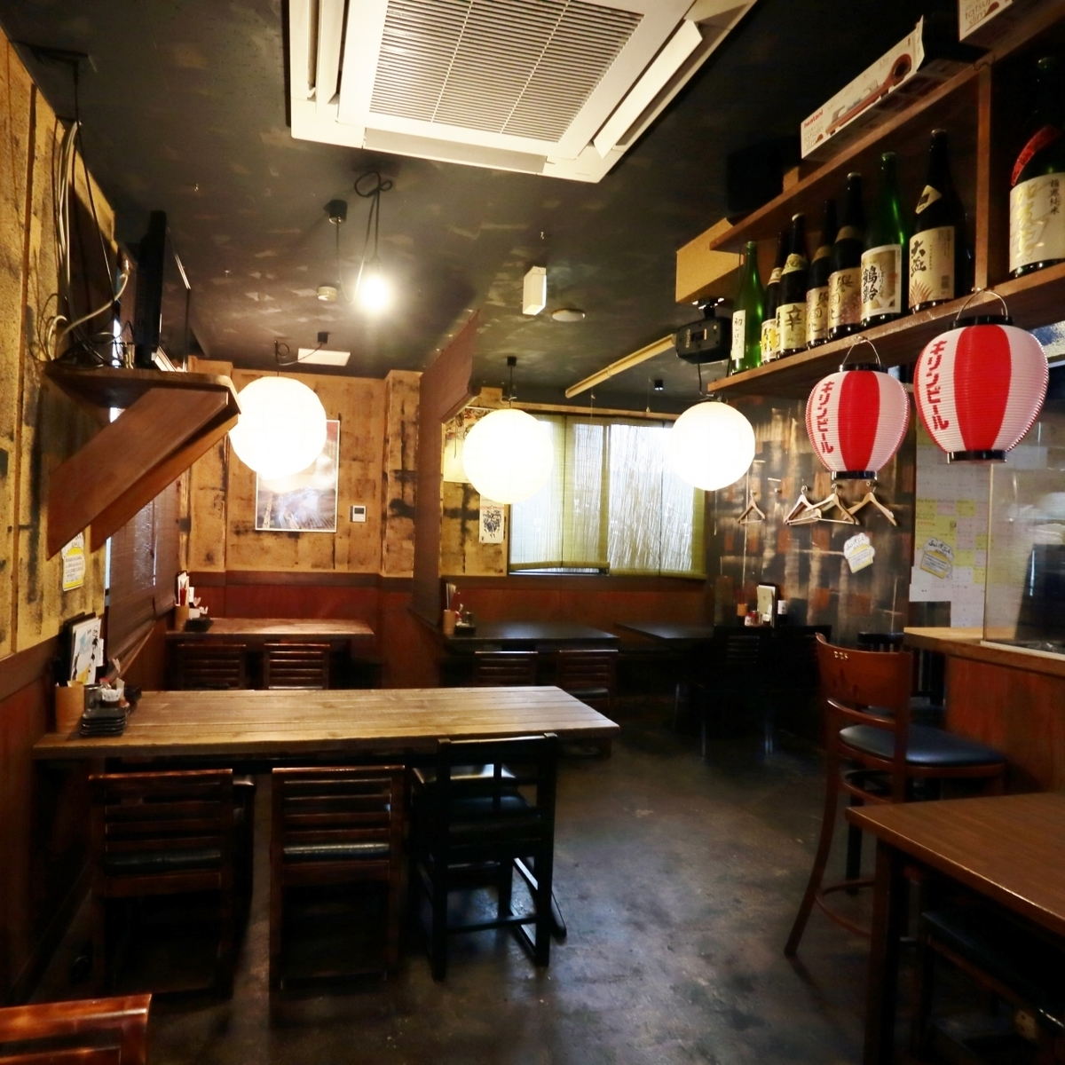 It is a cozy space like a popular pub in a downtown ♪