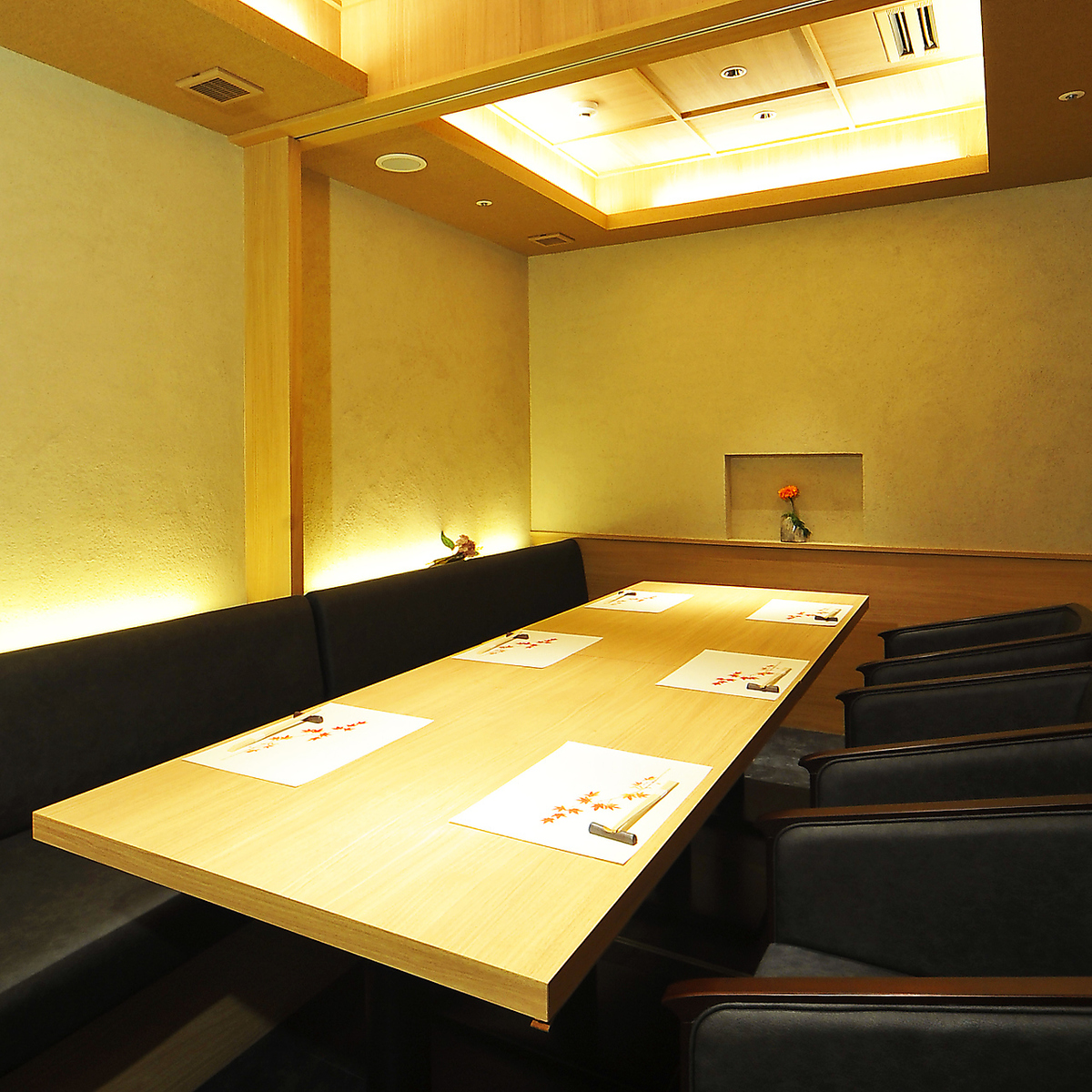 Based on Shiraki, a soft indirect light softens the heart.Inside of such a concept store.Our shop is all private.You can use it widely, including officials such as important meals and entertainment, private use etc.