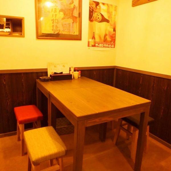 複数名でご利用いただきやすいテーブル席もございます◎同僚と上司とご友人等とお気軽に♪