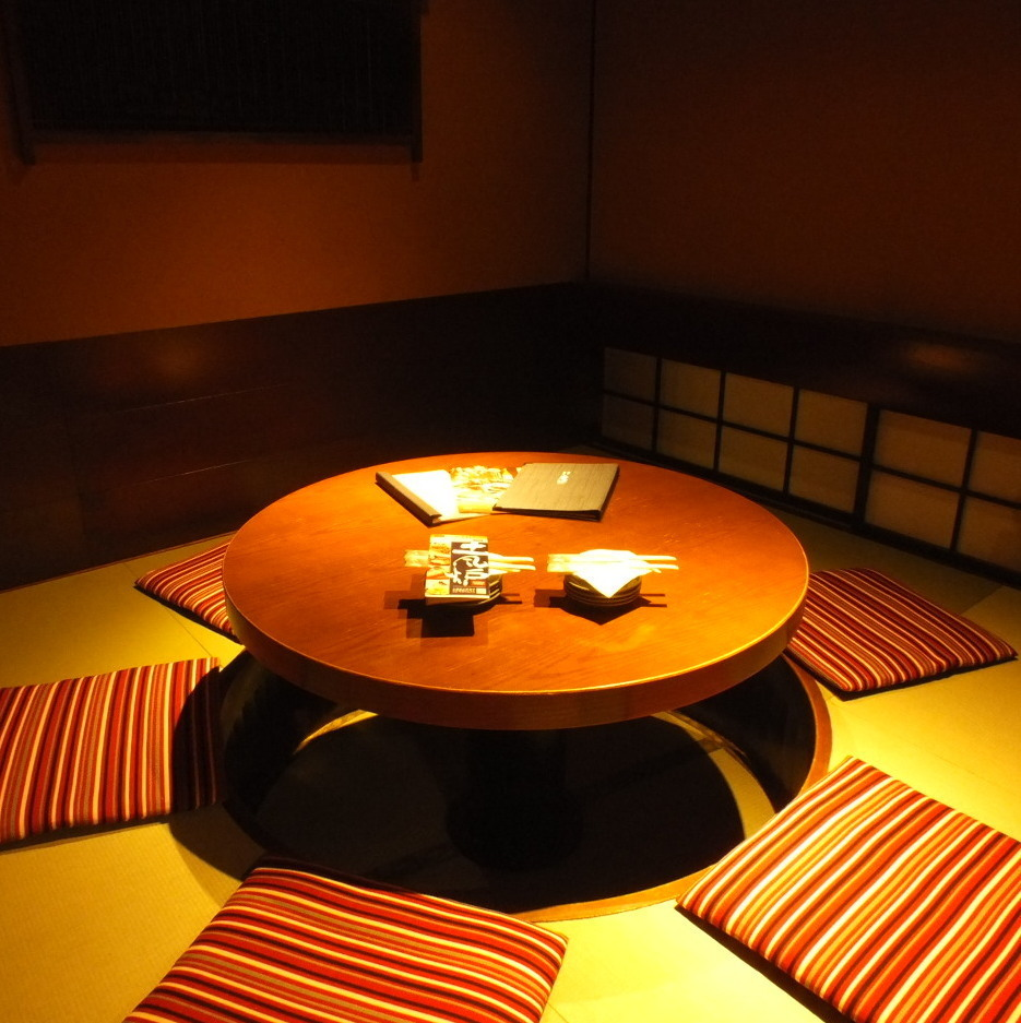 【Individual room for medium size】 Unlike other private rooms, we sit like a table so that it is a complete private room of digging formula.Friends and family, recommended for returning to the company ♪