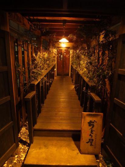 食通も唸る本場九州の『博多中洲もも焼き』を堪能できるお店。