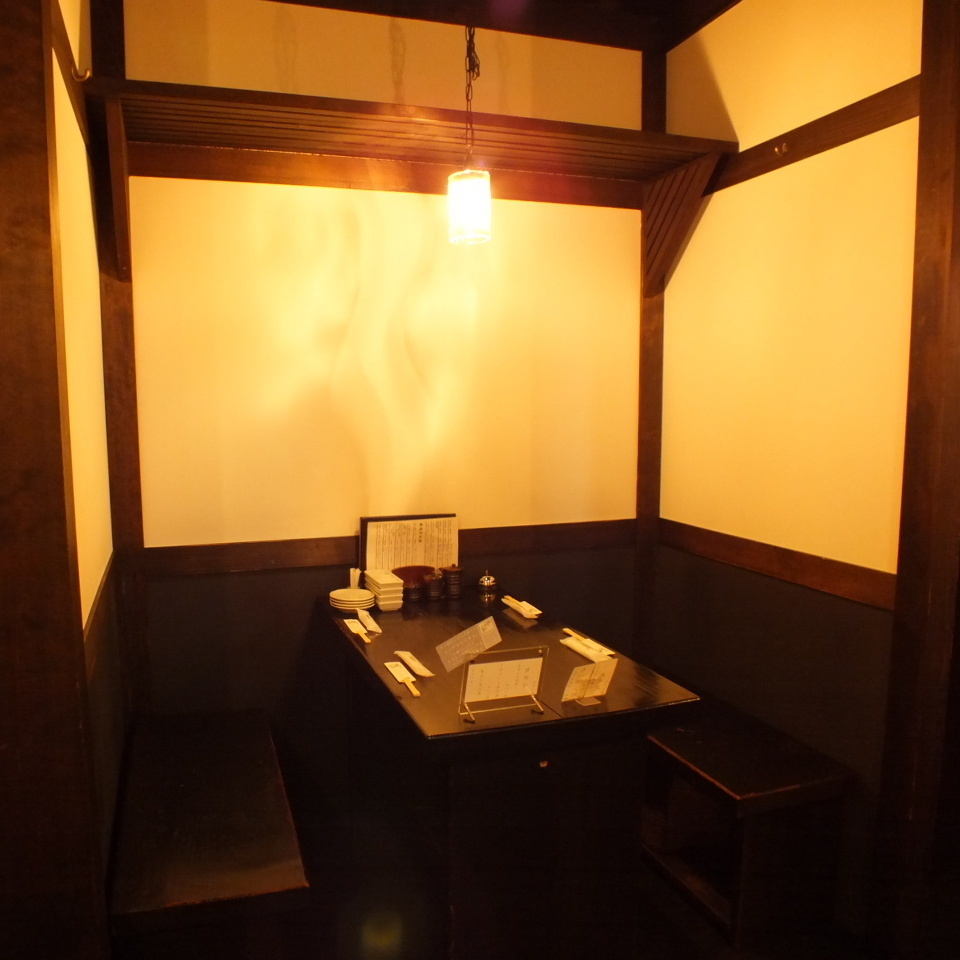 Half room.Recommended seating for 2 to 4 people.A calm space that is perfect for dates and girls' associations.【Yokohama / Iruku / All-you-can-drink / party / girls party / date / welcome party / farewell party / year-end party / charter / 3 hours / private room】