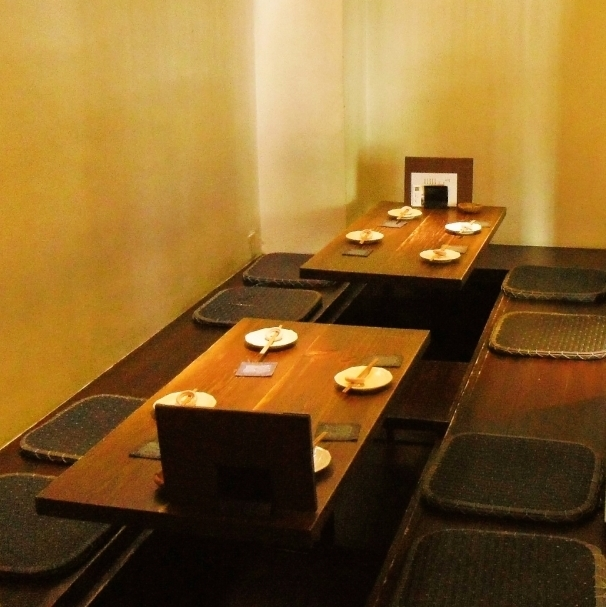 【Digging 4 people × 3 tables, 2 people multiplied by 1 table】 Spacious dugout table seat.