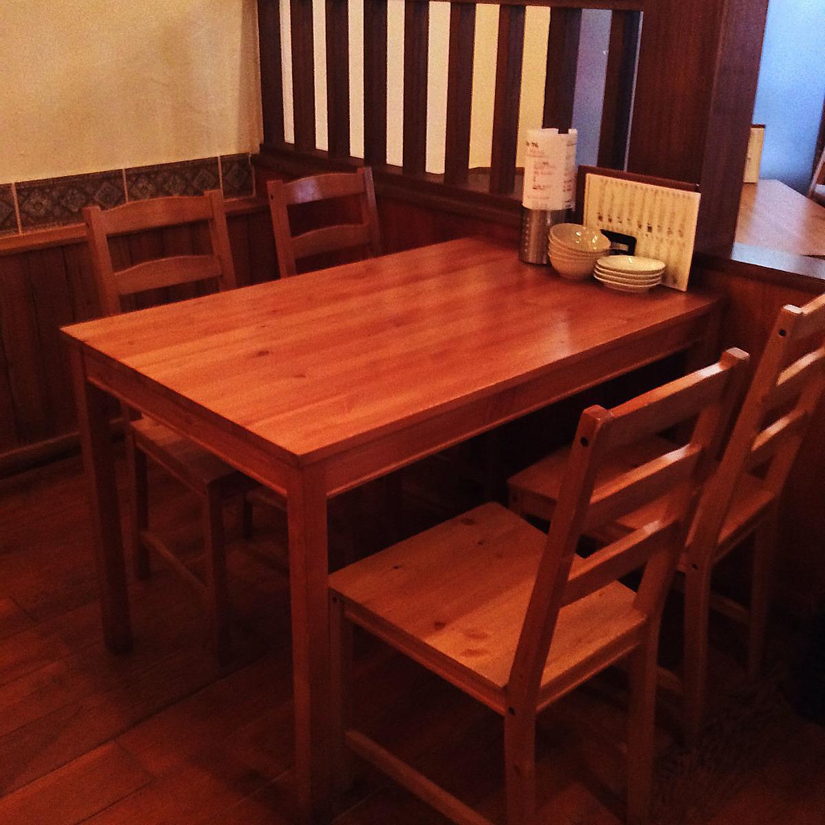 4 인용 테이블 석.