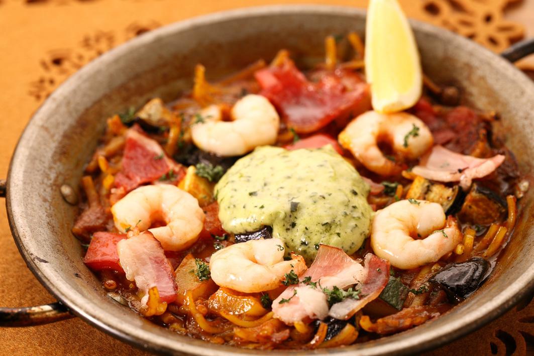 Fidewa (pasta's paella)