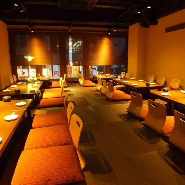 【各種宴会ご予約受付中】お忍び感あふれる入口をはいると…上品で落ち着いた和空間。最大32名様までの宴会が可能なる堀ごたつ席。
