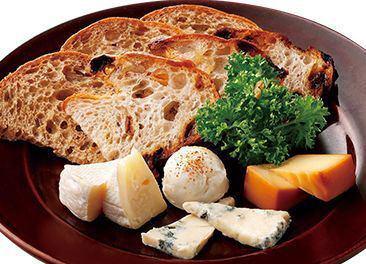 4タイプの味わいが魅力のチーズ盛り合わせ レギュラー