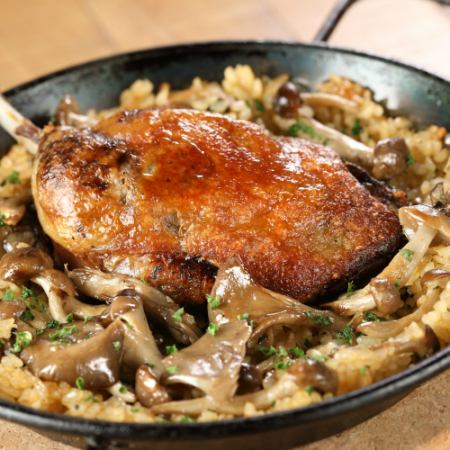 Confection of duck and mushroom paella