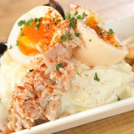 俄罗斯风格的土豆沙拉