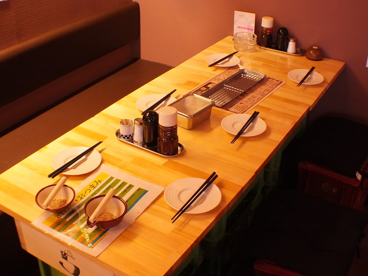 【1st Floor】 6 people can move seats easily so you can also make a seat for a large party ♪ 【Izakaya Kushikatsu Yamato Drink All you can eat as you want】