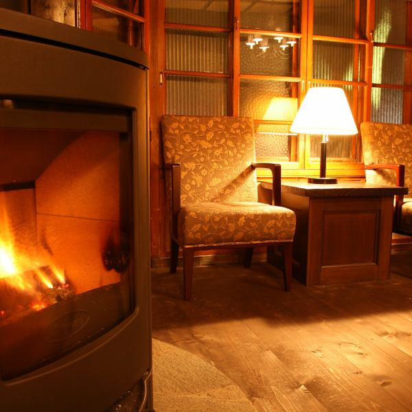 Firewood stove's crackling sound and slowly burning flame ... It is warm just looking ♪ (winter only)