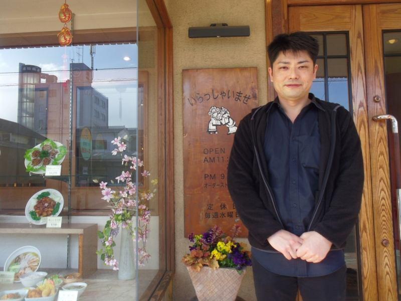 笑顔の優しい気さくな店長がお出迎え。家庭的な雰囲気の中、ゆっくり食事を楽しめる。テイクアウトや出前もOK。