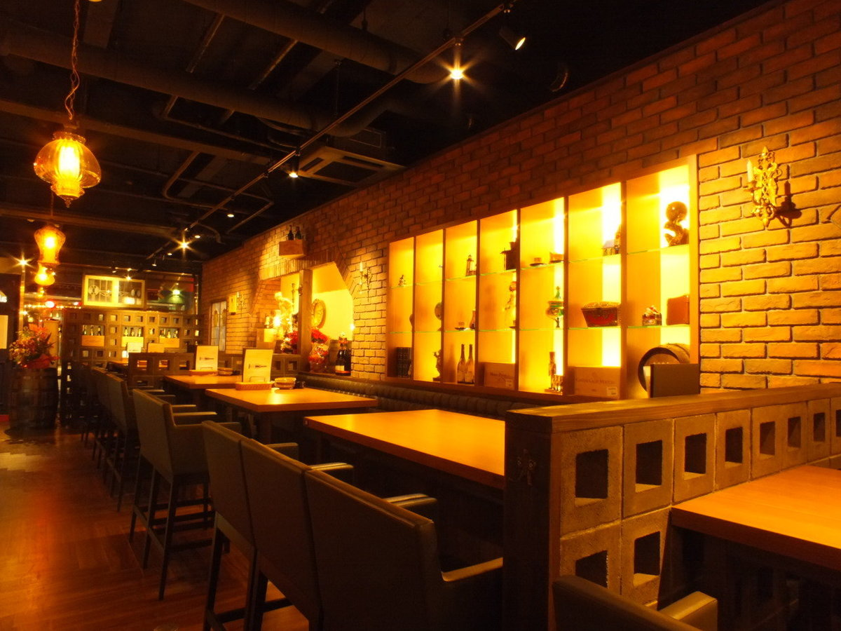 A slightly taller table seat.Enjoy a lively atmosphere and cuisine ♪