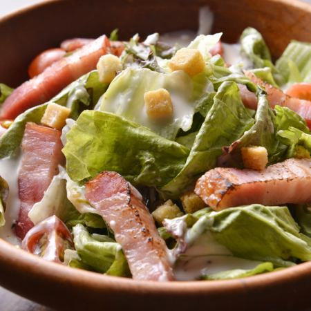Tomato and bacon's refreshing salad