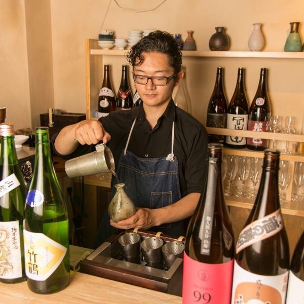 日本酒専門店とあって日本酒のレパートリーも実に豊富。お燗用の日本酒も専用のお燗器を設備しています。温度の違う2種類のお燗器にて最もその日本酒が美味しくなる温度まで温める。燗容器にもこだわりがあり、酒の種類により、錫(すず)、銅、陶器の3種類を使い分けています。