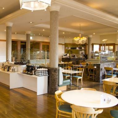 ホテルのゆったりとしたの空気の中で、お食事をを楽しめます♪落ち着いた雰囲気をお楽しみください!