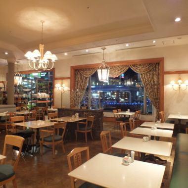 夜はホテルらしいリッチな雰囲気でごゆっくりお料理をお楽しみください☆