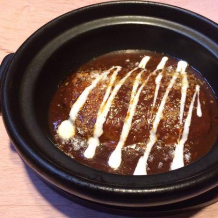 自家製デミグラスソース煮込みハンバーグ