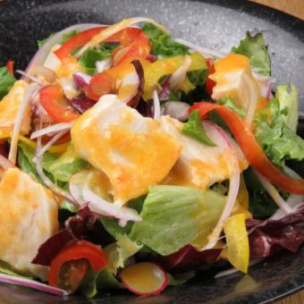 Mitsuse chicken's colorful chicken salad