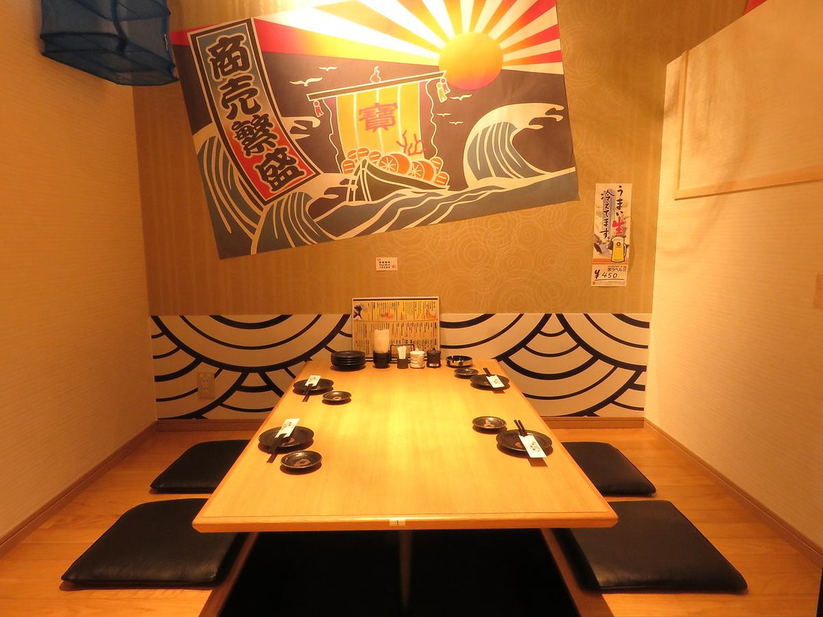 最多可容納4人!團體內的飲酒派對建議在半私人房間內享受明亮的氛圍!