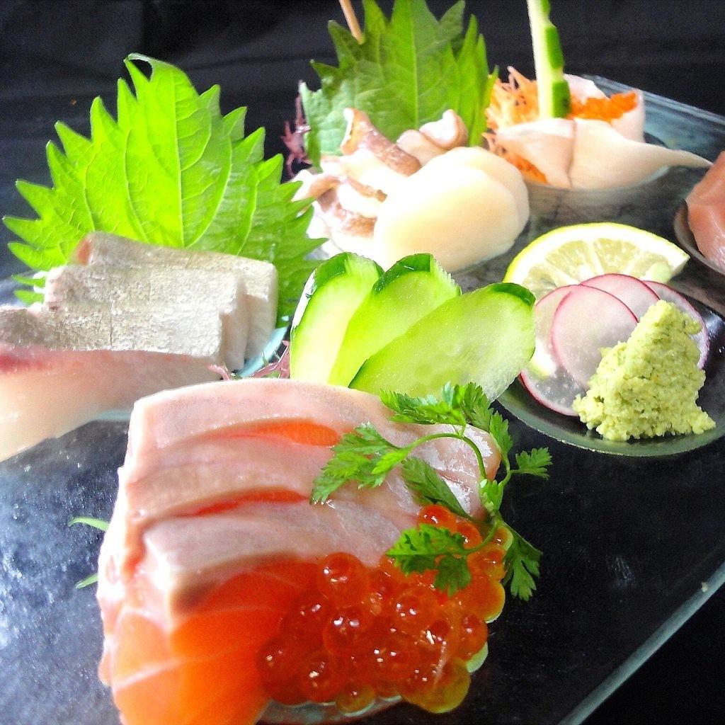 三个生鱼片卷服务