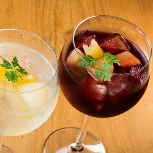 ロマンティックが止まらない!!旬のフルーツを使った自家製梅酒サングリア