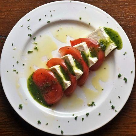 川越「仙波豆腐」とトマトのカプレーゼ風