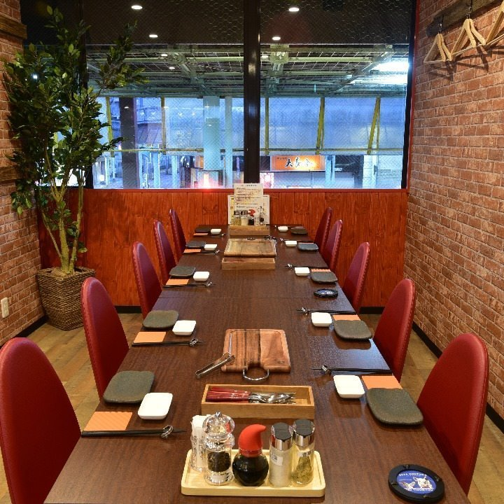 There are 42 seats in the shop, charter OK ♪ Utilization at the secondary meeting as well because the projector is also complete ◎ 【Maximum 42 seats】 Course is 2 people ~ OK! Up to 9 pairs OK! Dates and girls' societies etc. It is recommended ★ The staff will bring meat to your seat!